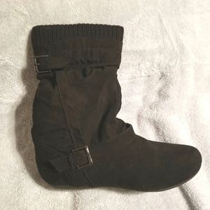 Women's Boots (Report) - Black Suede - Size 9 - NW